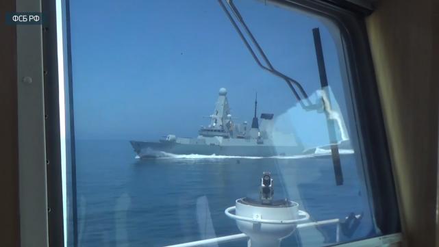 刚驱离闯克里米亚水域的驱逐舰,俄军又瞄上地中海的英国航母战斗群