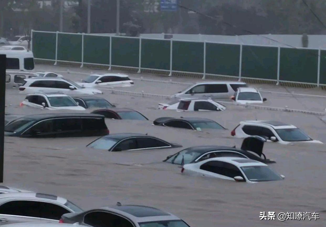 下雨天车被淹,如果你这样做了涉水险不赔