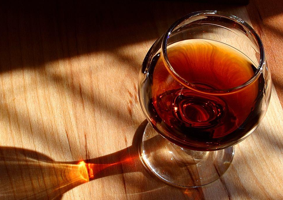 """为何行家喝红酒只倒""""三分之一"""",我敢打赌,大把人都是不懂装懂"""