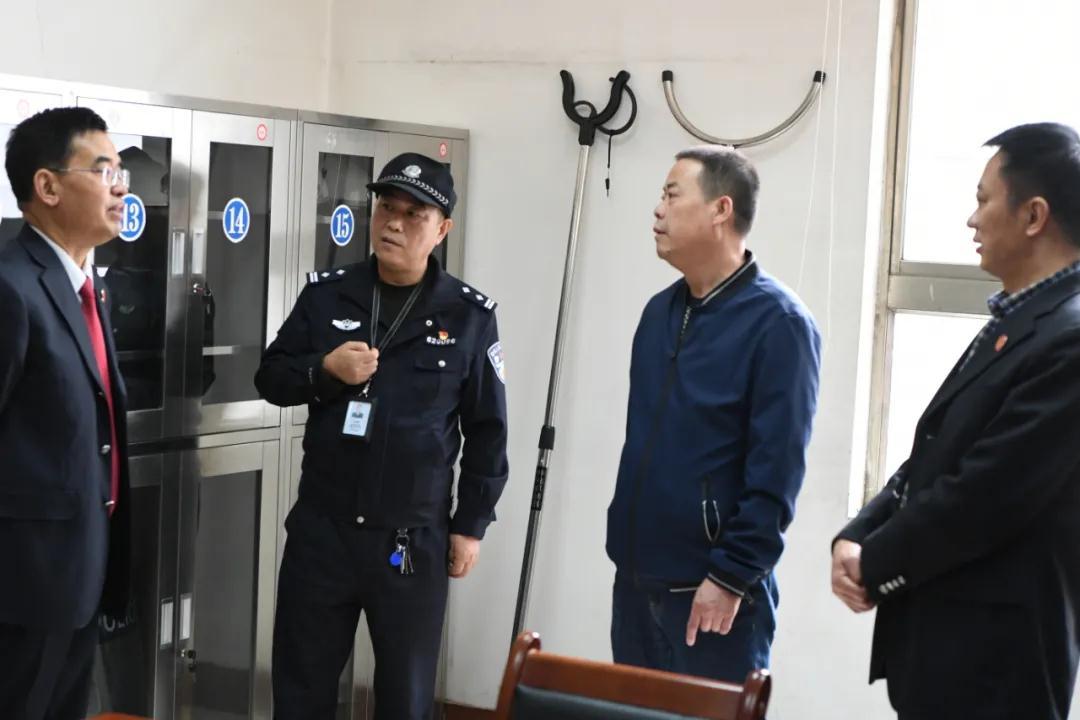 """省、市法院考察指導城關法院""""六專四室""""建設工作"""