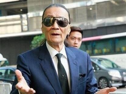 谢贤公开表示,只认张柏芝做儿媳妇,三胎跟谢家没有关系