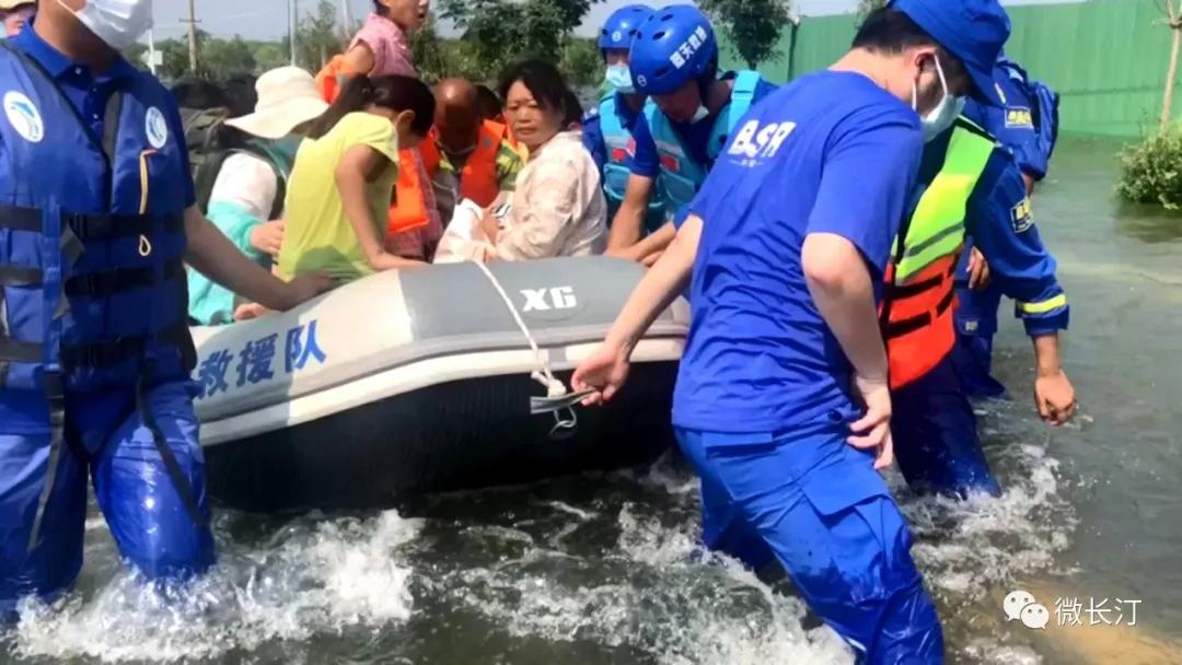 长汀县举行仪式欢迎长汀蓝天救援队援助河南抗洪救灾队员归来