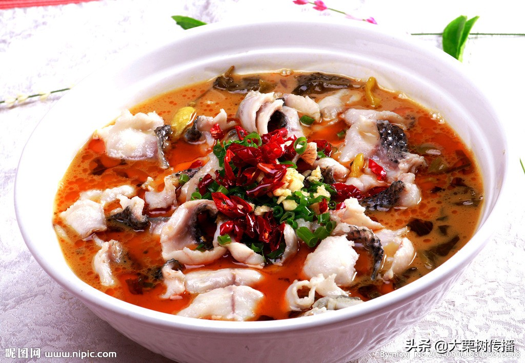 酸菜鱼:酸菜、豆腐与鱼的三角恋情故事让吃货们身心酥软