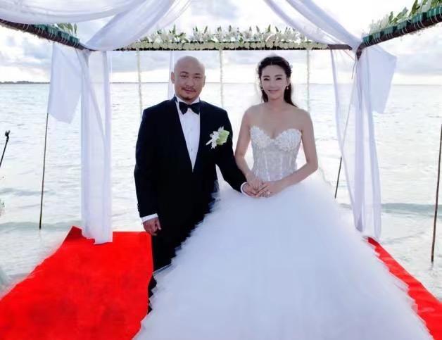 """张雨绮又想嫁人了?六公穿婚纱感慨疑恋爱,工作室转发""""期待"""""""