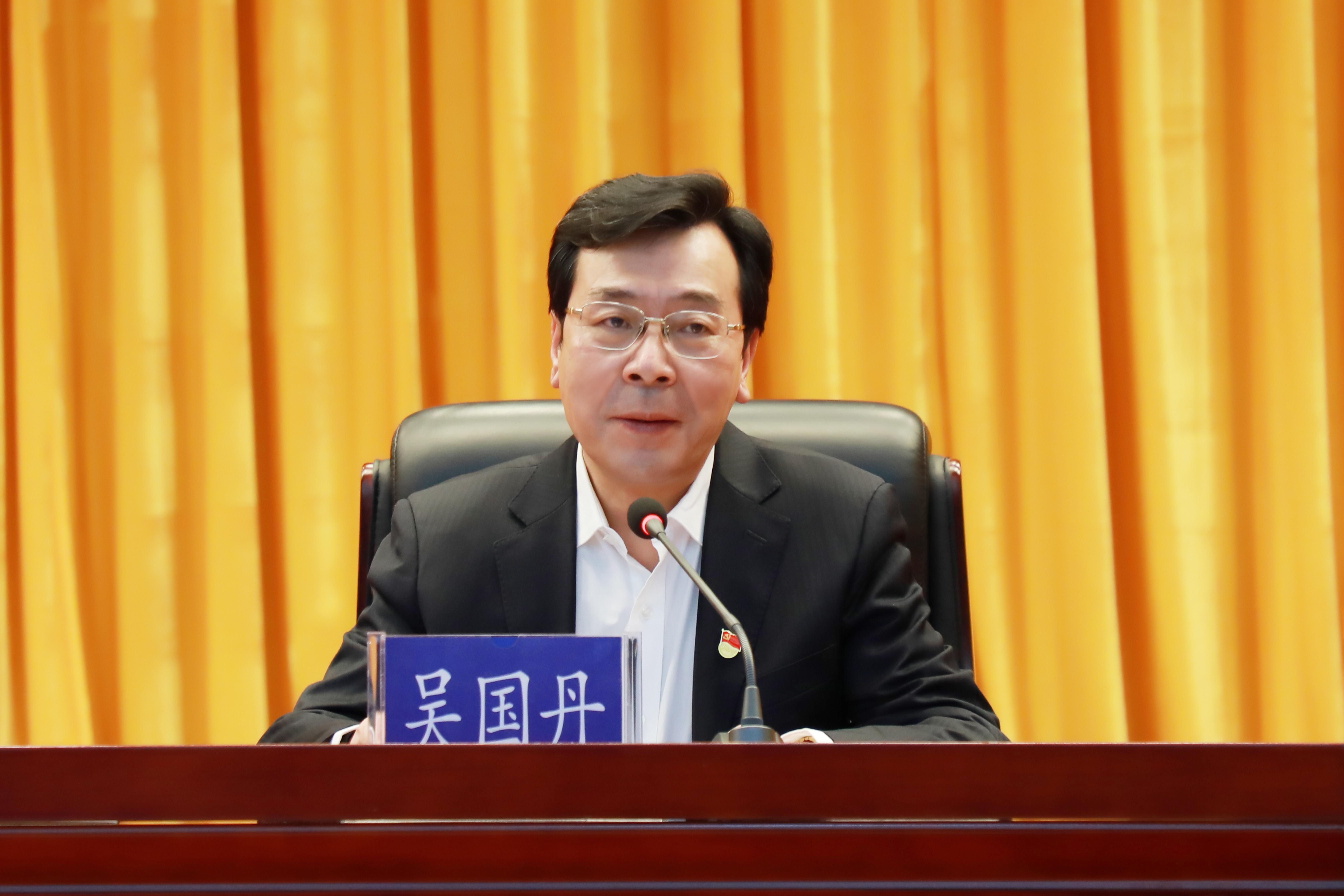 张成中为全市政法干警作专题党课
