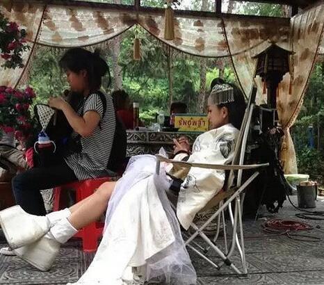 明星增高照:鞠婧祎、王子文、罗云熙、杨蓉脚踩20厘米高跟