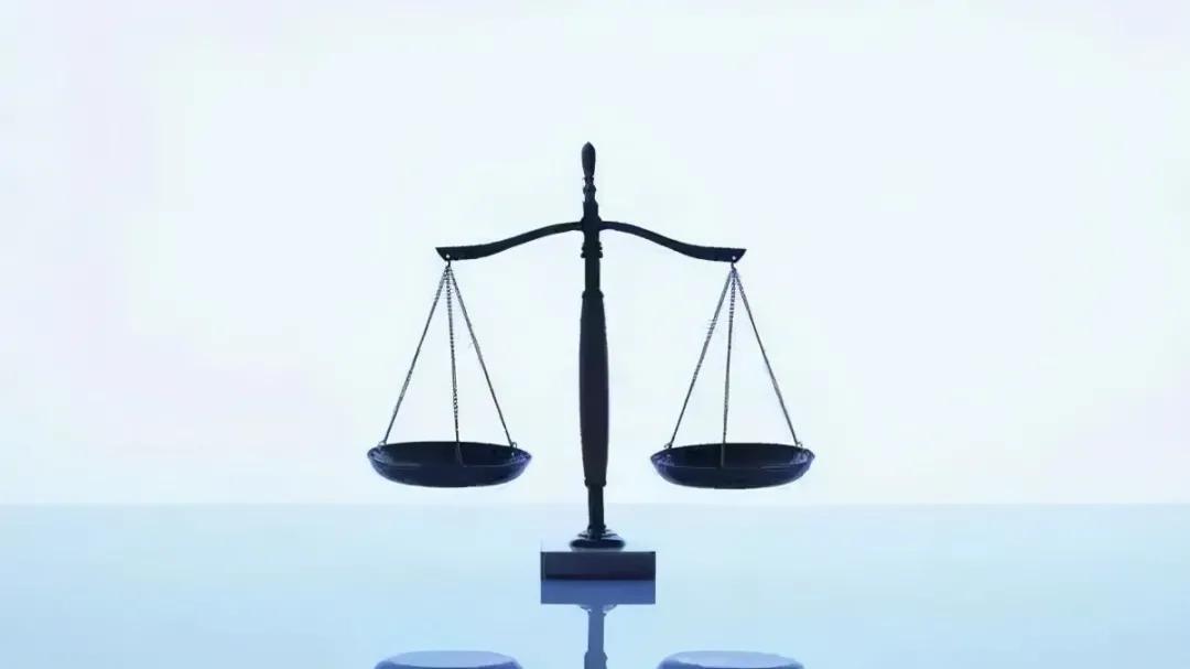 员工发微博说领导在微信群被开除,法院判他!