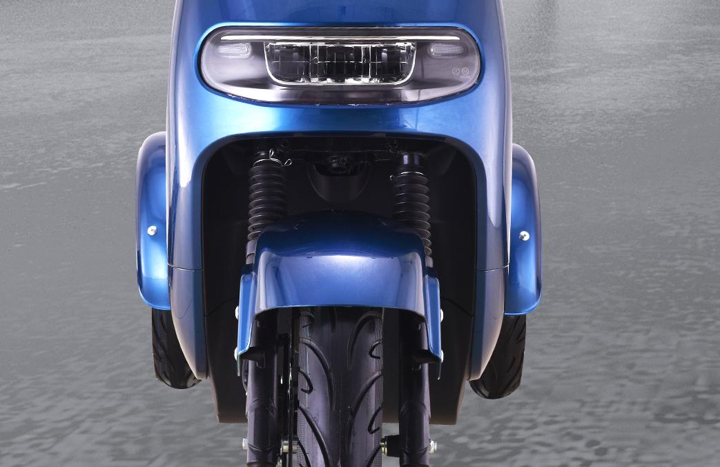 自平衡电摩来了,1200W动力输出,极速过弯时不翻车