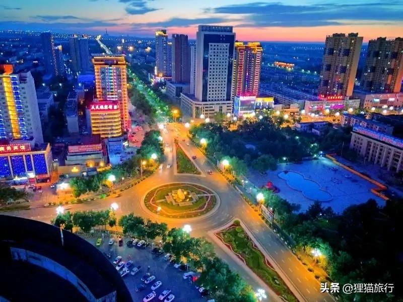 新疆奎屯市,天山脚下的十字路口