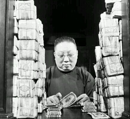 毛主席一再拒绝在钞票上印他的头像。为什么毛主席的头像还在人民币上?