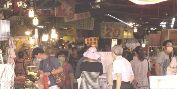 才警告端午節別群聚! 台灣菜市場人潮多到像在跨年