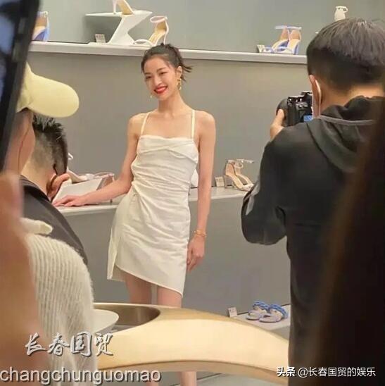 【28岁钟楚曦未修图曝光】网友:近距离看本人很一般