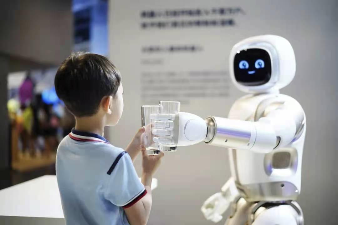 """好爽!我在上海被机器人""""马杀鸡""""了"""