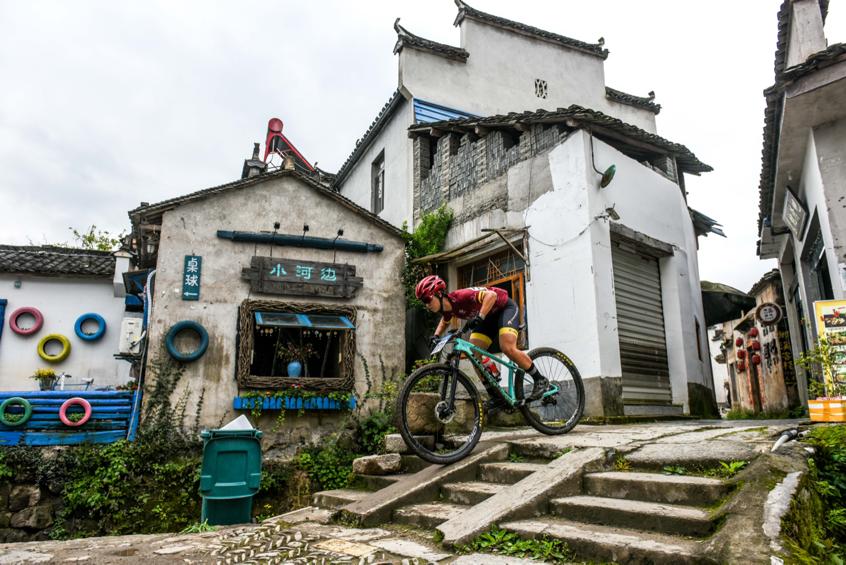 第十六届中国黄山(黟县)山地车公开赛激情落幕