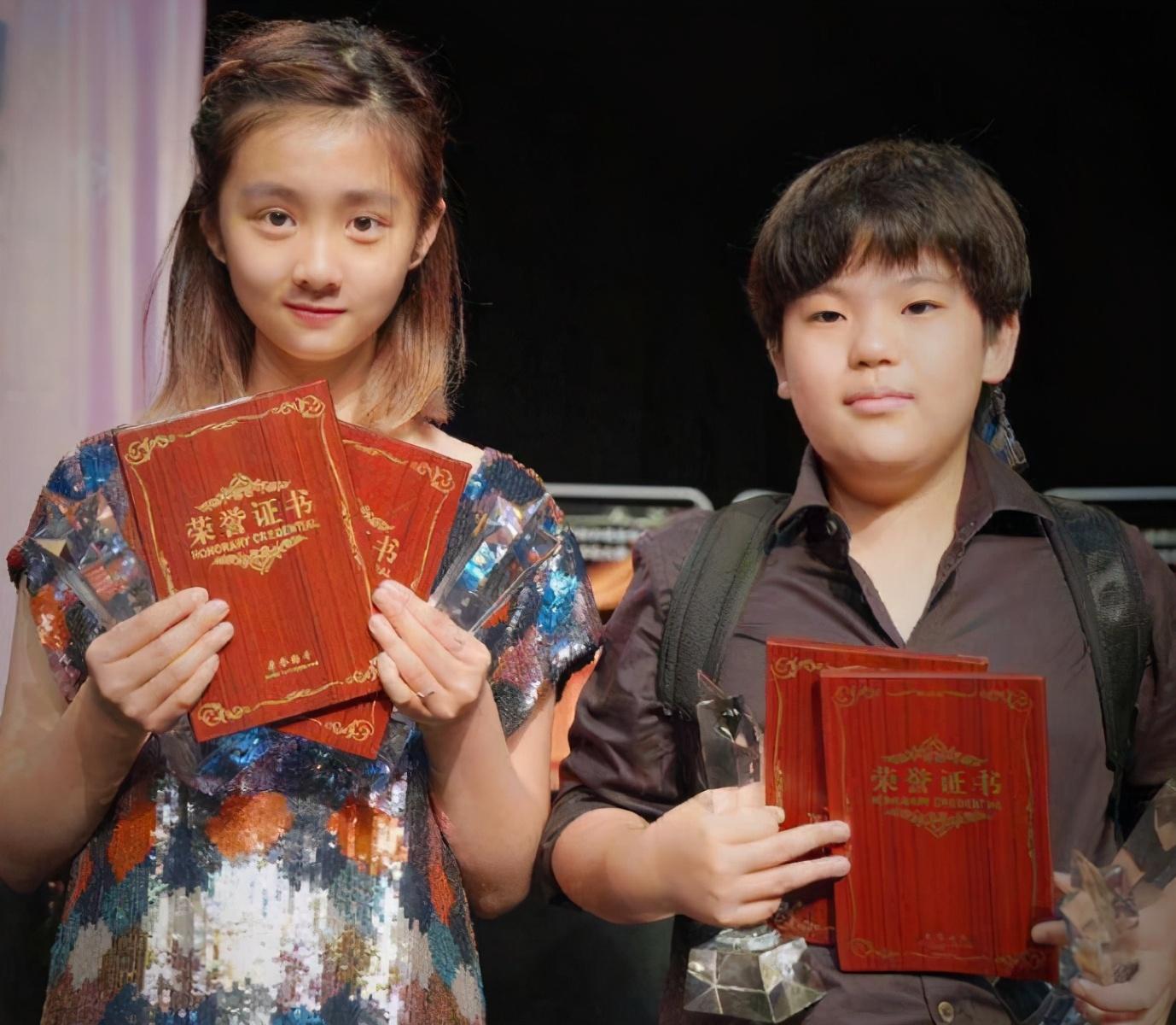 黄多多13岁上高中,精通英语和钢琴,有个会教娃的爸妈多么重要