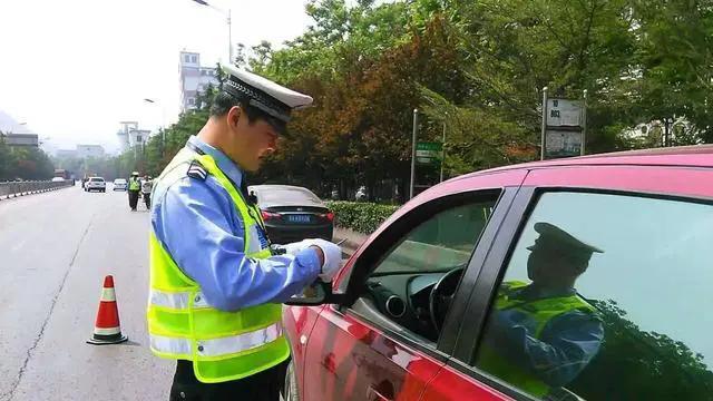 驾驶证到手之后,一年没开车算不算实习期过呢?老警:别忘了这点