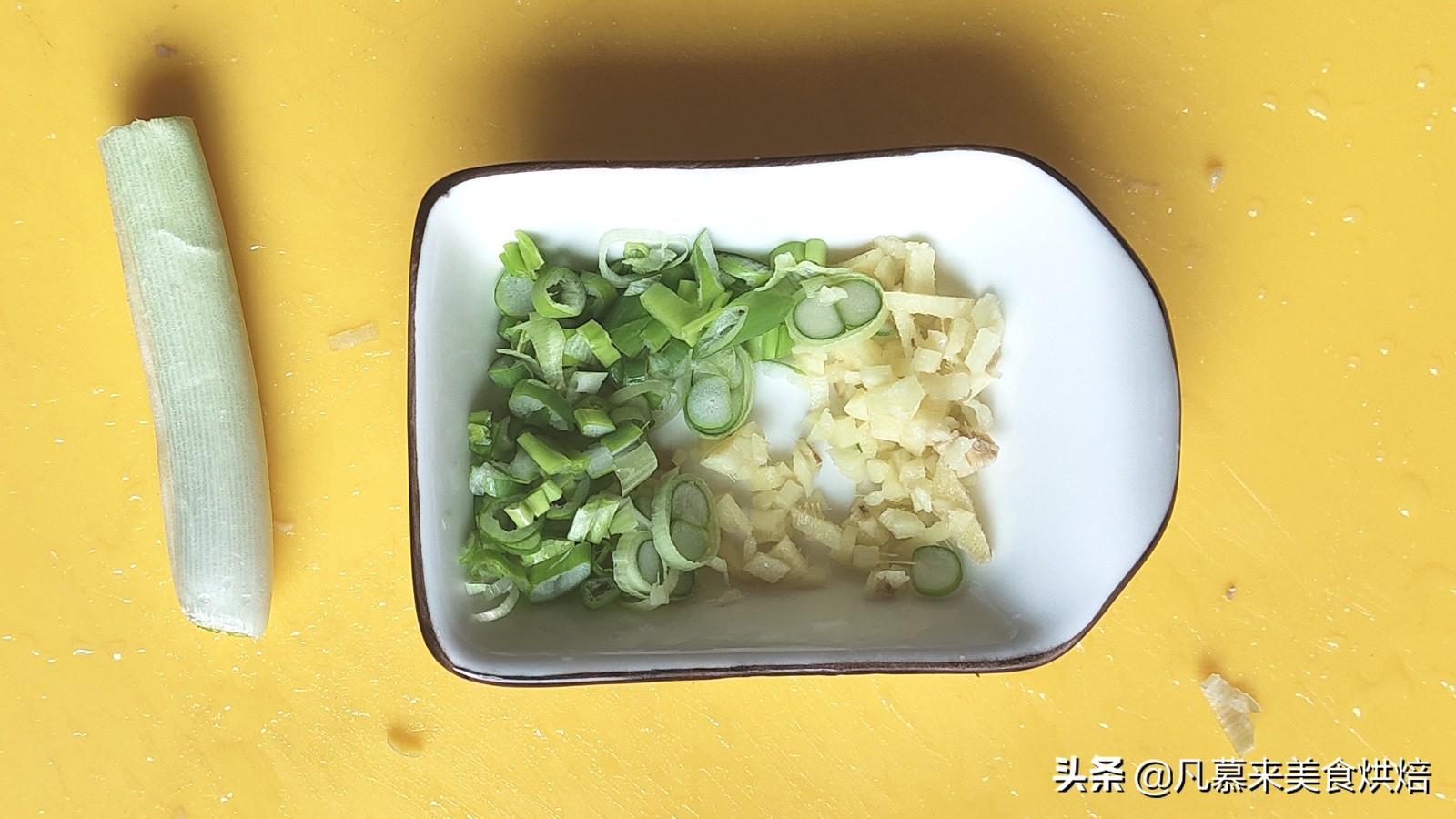 """凉拌蕨根粉,号称""""山野菜之王"""",营养又美味 各地小吃 第2张"""