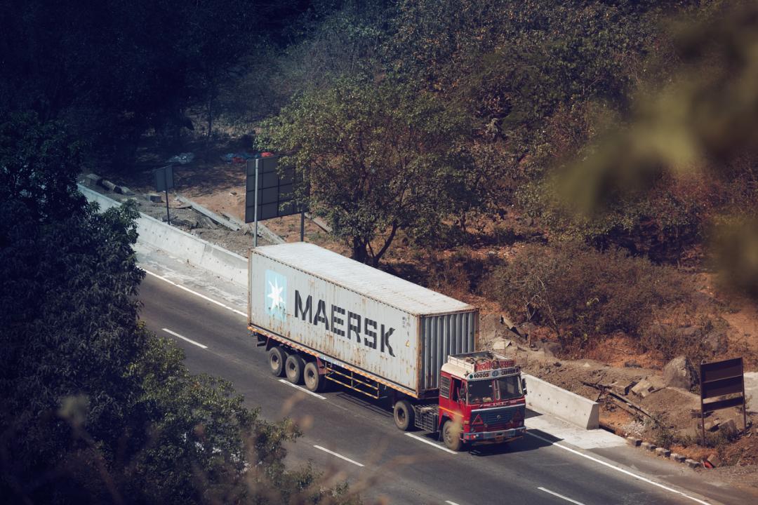 货主在货物运输途中要求退运或者改港,造成的损失该由谁承担?