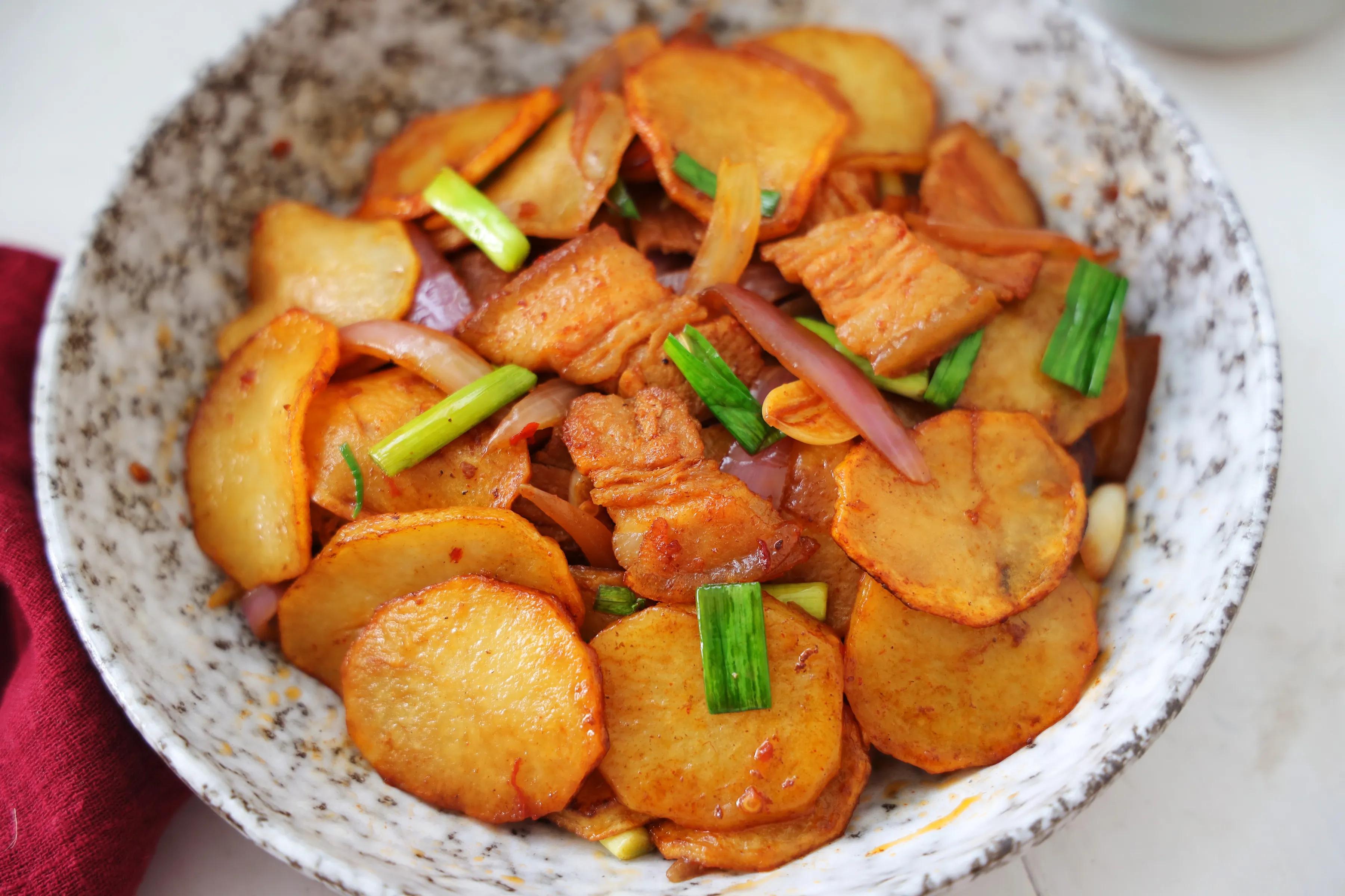 土豆這樣吃太美味,鮮香下飯,比干鍋土豆還過癮,顏值高更有食慾