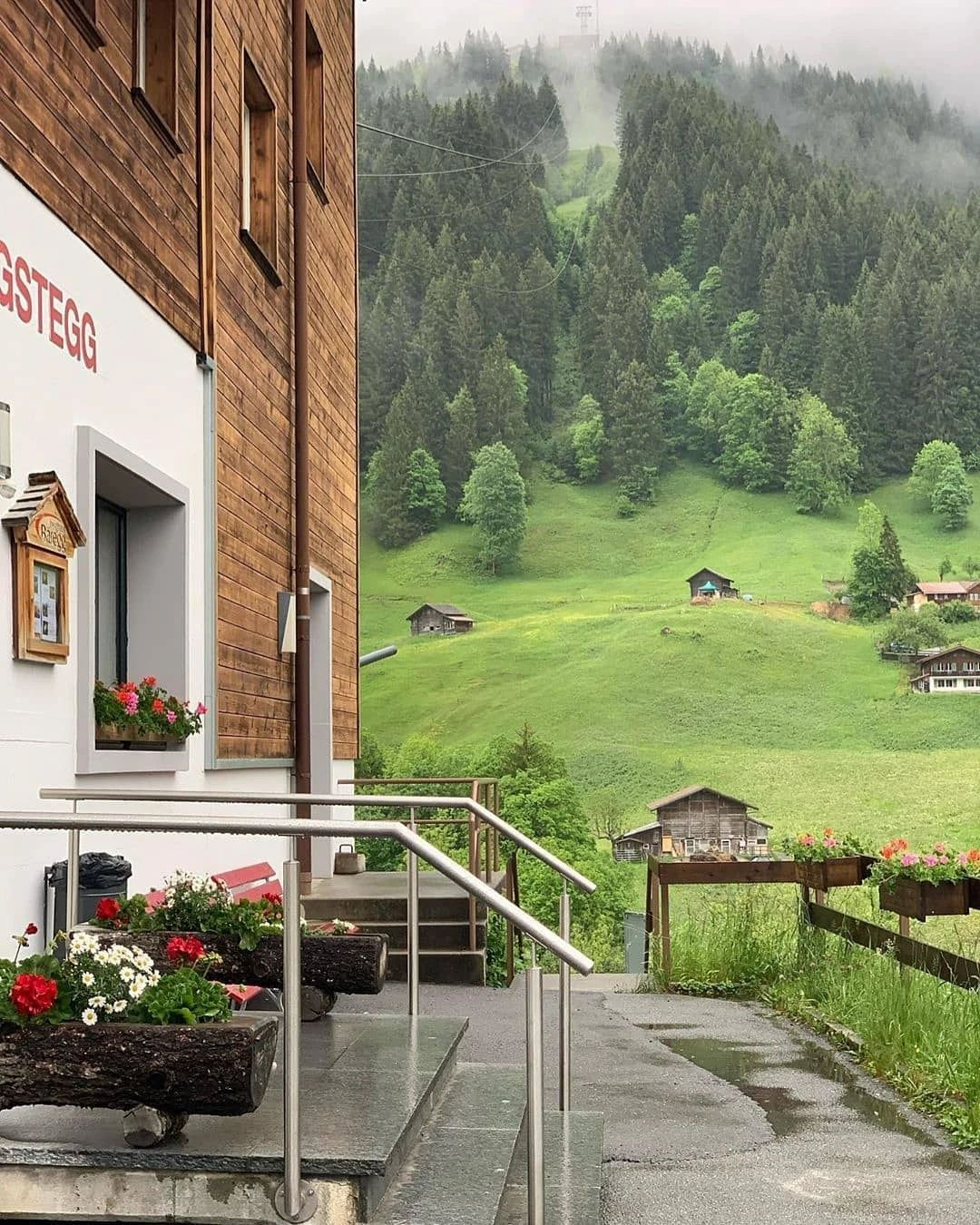 388f8fc0147f45d4afee75290071eea6?from=pc - 瑞士:一个童话般的国家