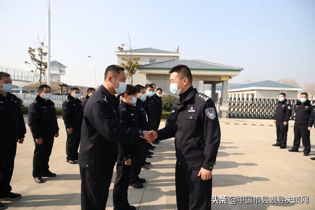 新年春节第一天 纪劲松看望慰问一线民、辅警