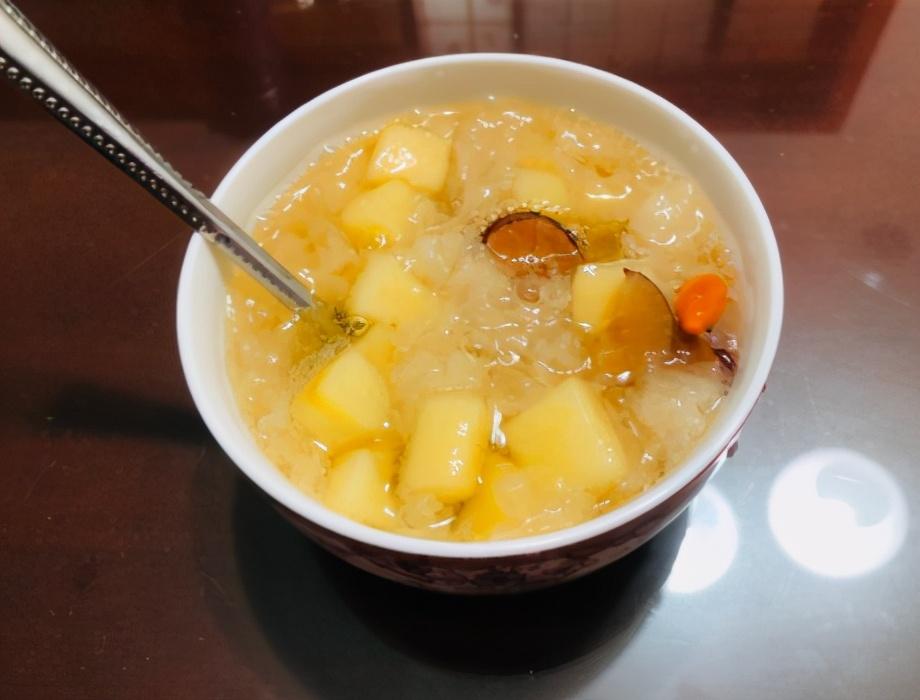 苹果生吃太凉了,用这个方法煮一锅,香甜爽口又滋补,冷天可多吃