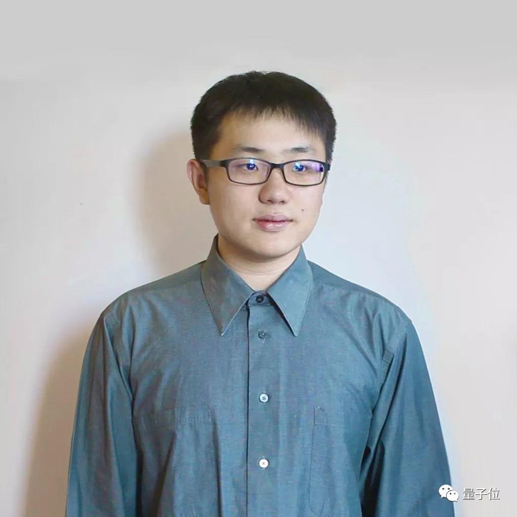妙哉!那个用文言文编程的小哥,从28万行唐诗中找出了对称矩阵