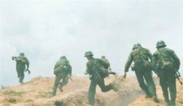 1986年老山战场照《死吻》:那名救护队女战士张茹,现状如何