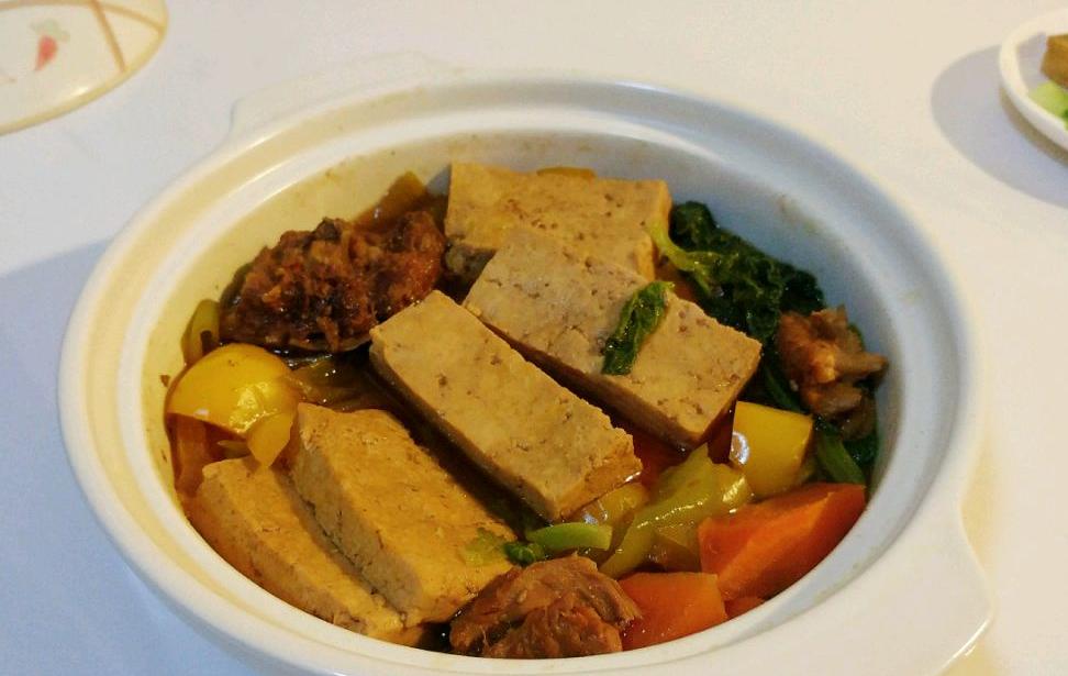 酒酱杂蔬豆腐煲