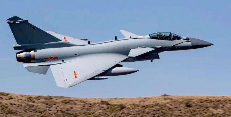歼10空降巴铁领地,机身干净无中国空军涂装,印度这回压力大了