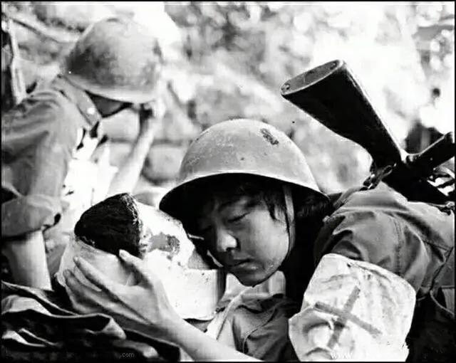 对越反击战,18岁战士牺牲前不知爱情滋味,女护士献上感人一吻