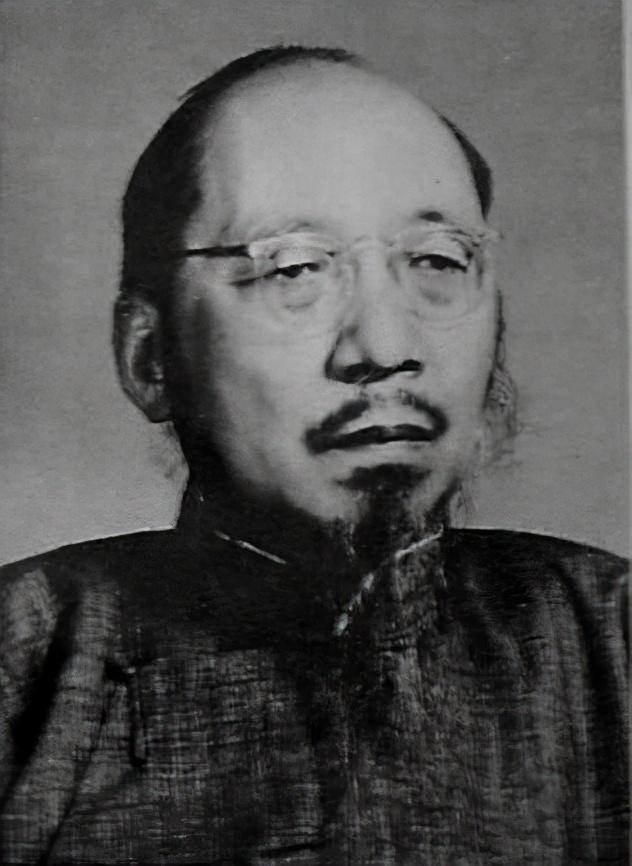 《沁园春·雪》轰动重庆,遭国民党文化圈围攻,毛泽东:鸦鸣蝉噪