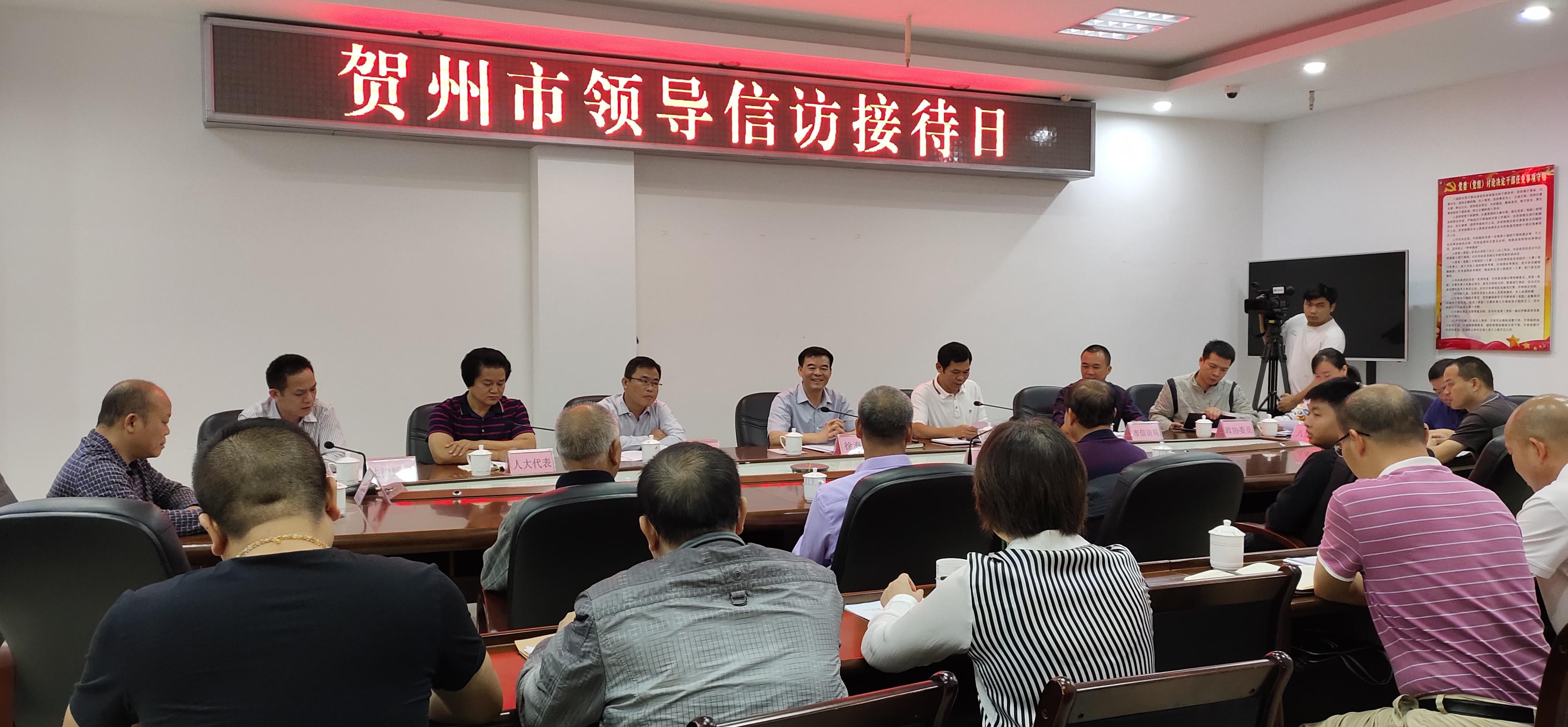 贺州市副市长徐海浪到市信访局开展信访接待日活动