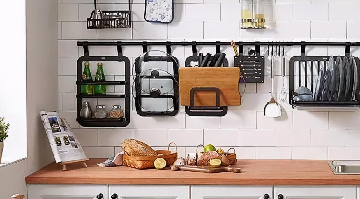 廚房別再擺瓶瓶罐罐了,不實用,學她家這樣設計,美觀方便還不貴