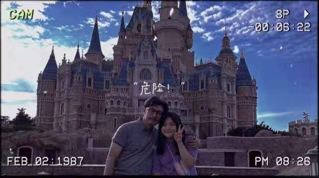 11岁王诗龄久违分享生活照,和爸爸打卡游乐园,自拍太像妈妈李湘