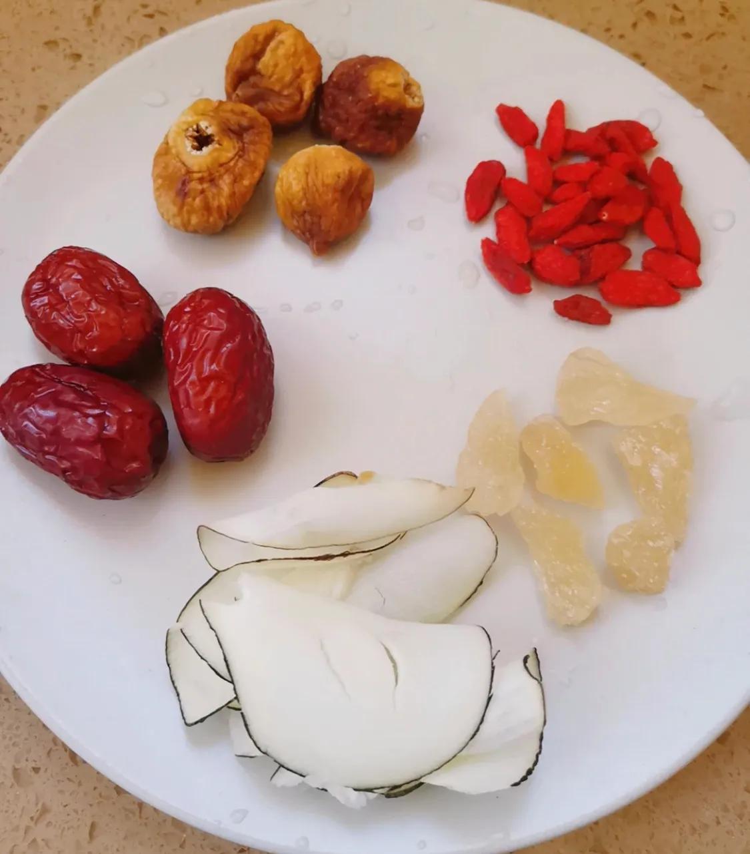 适合秋季喝的银耳梨汤 美食做法 第2张
