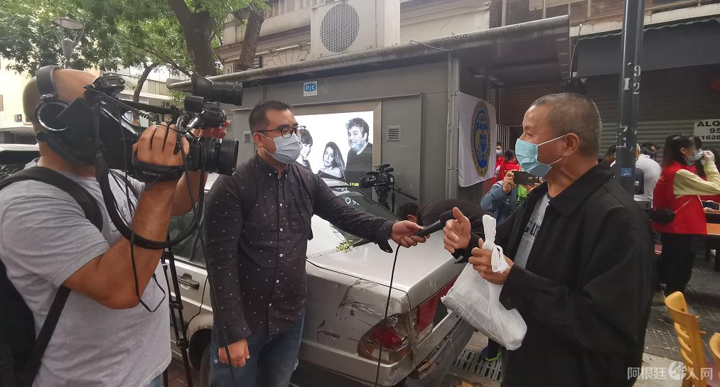 """中国驻阿根廷大使馆向当地侨胞发放""""春节包"""""""
