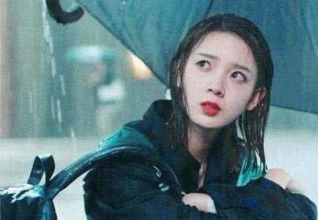 """有一种""""整容""""叫陈瑶淋雨,淋成素颜出镜,网友:这脸认真的吗"""