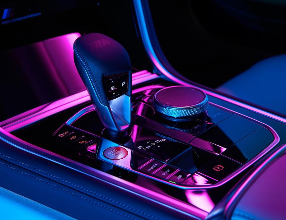2020款宝马M8发售!比宾利欧陆炫酷,4.4T爆625大马力,零百3.2秒