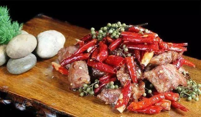 美食精选:农家烧鸡块、花椒牛小排、生菜炒豆干、番香西葫芦