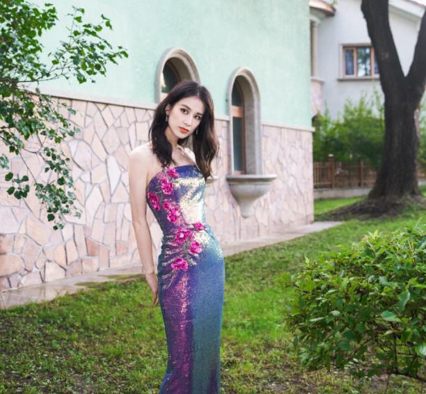 徐藝洋首次跨界走秀賊有范,姐姐們的穿搭都好酷