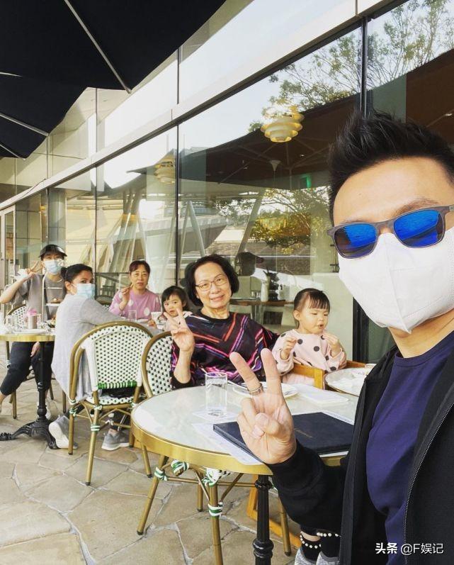 郭可頌熊黛林帶雙胞胎女兒出遊一家四口和雙方母親幸福三代同堂