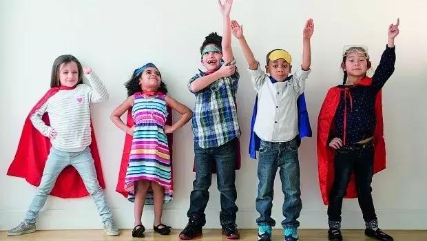 自信的孩子最强大,父母做好这六点,培养一个阳光自信的孩子