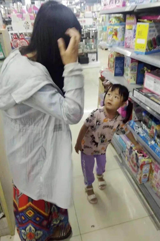 你还在给娃学昂贵的早教?不如带娃逛超市,看完感觉劲省大笔学费