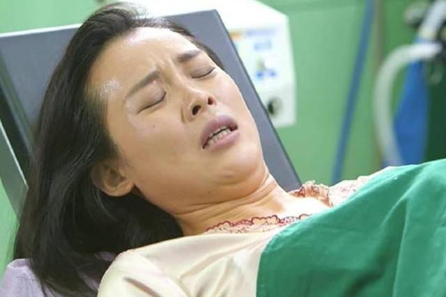 武汉女子患甲状腺癌,30万保险遭拒赔,女子含泪哭诉:钱都白交了 第1张