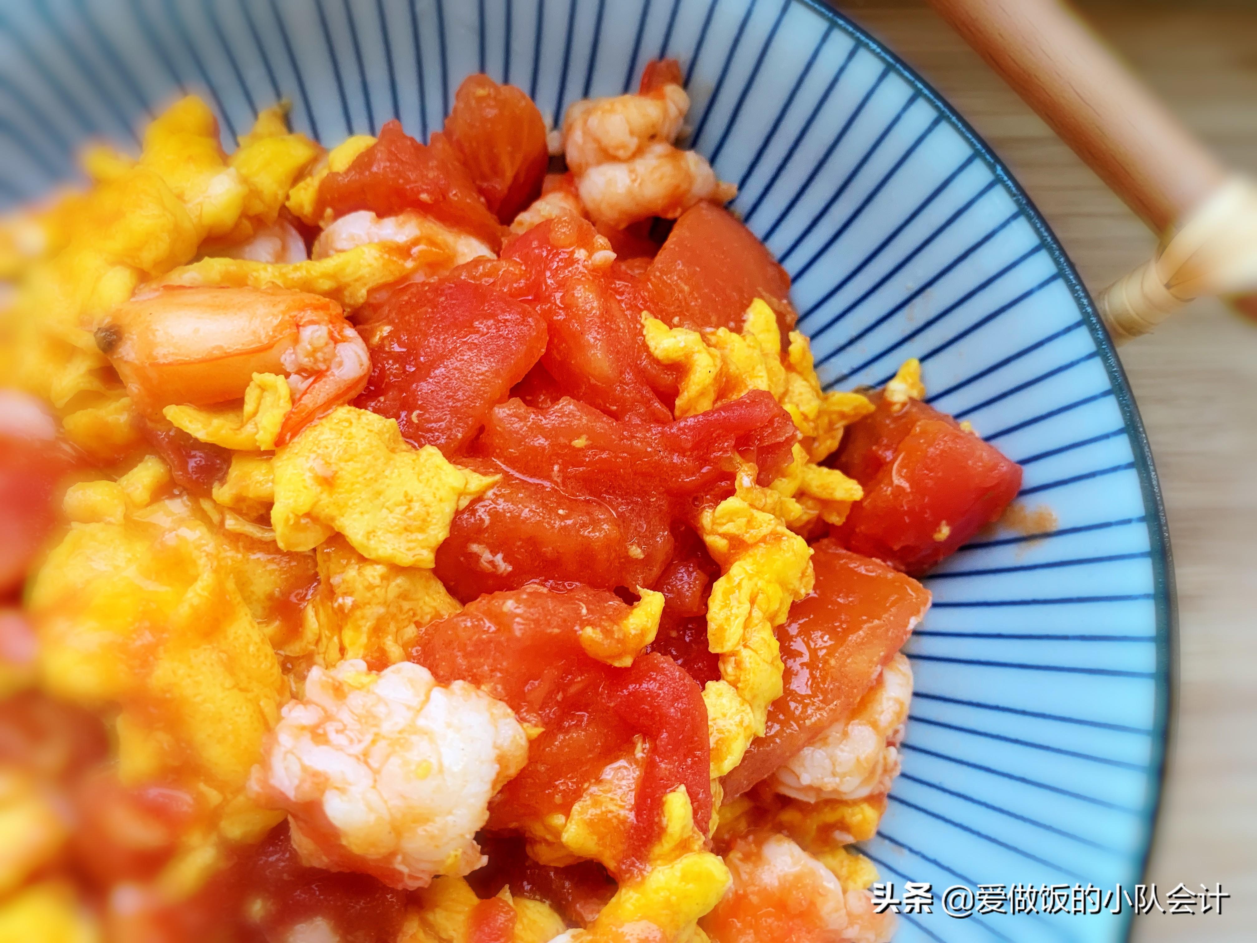 做西红柿炒鸡蛋,最怕直接下锅炒,牢记2点,汁浓蛋嫩味道香 美食做法 第2张
