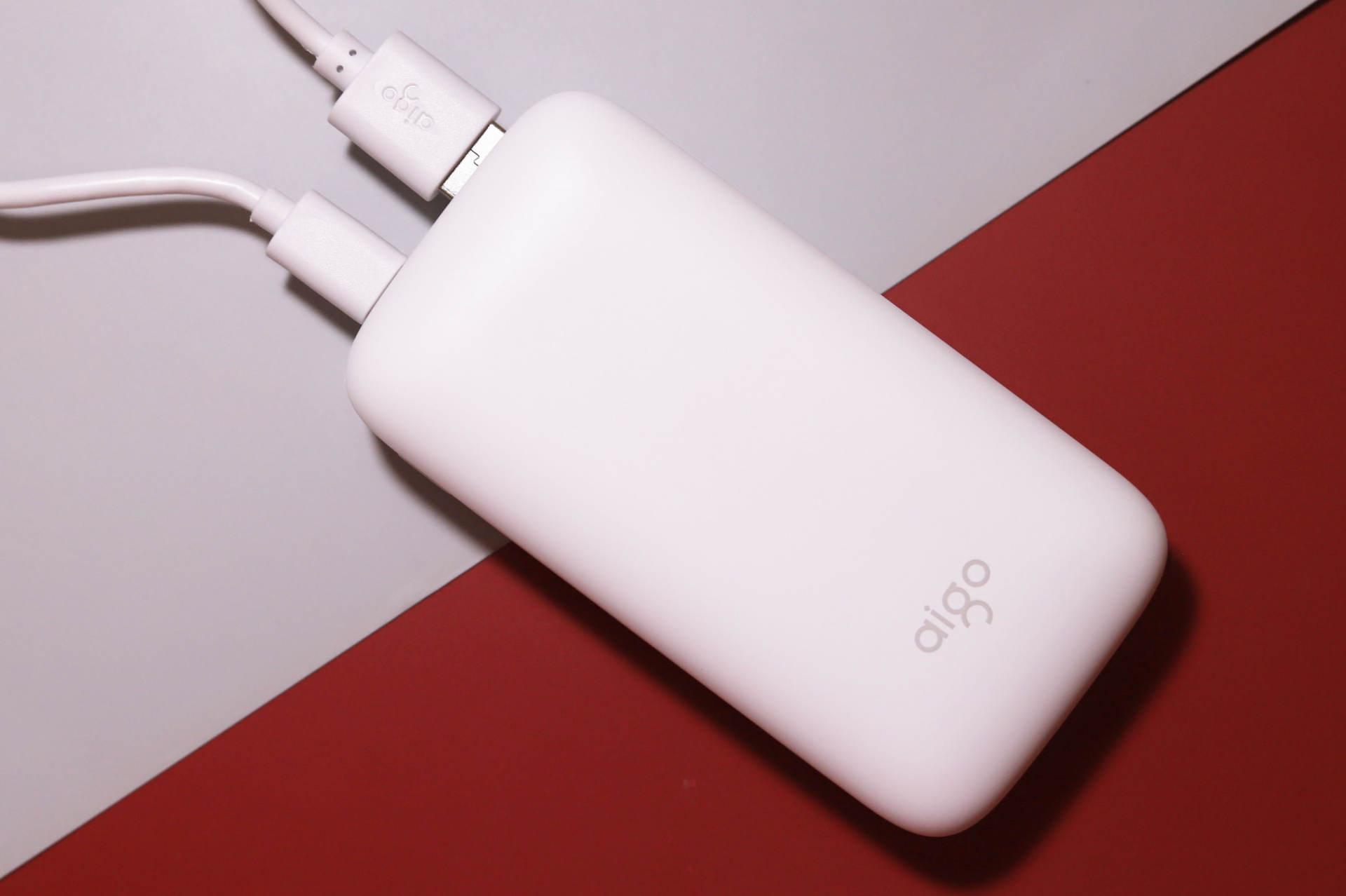 爱国者aigo X10P充电宝使用报告:小巧光滑如肥皂,双向快充瞬间补电