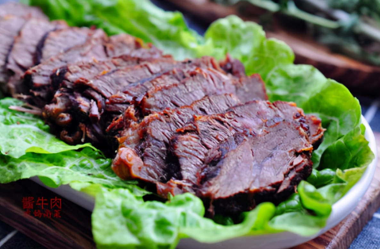 做酱牛肉,只需4种调料,牢记关键3步,牛肉酱香红润,酥烂不塞牙 美食做法 第1张
