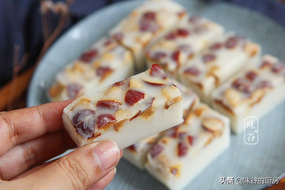 這糕點,吃一次饞一次,不用烤箱不打發,香甜軟糯,家人都愛吃
