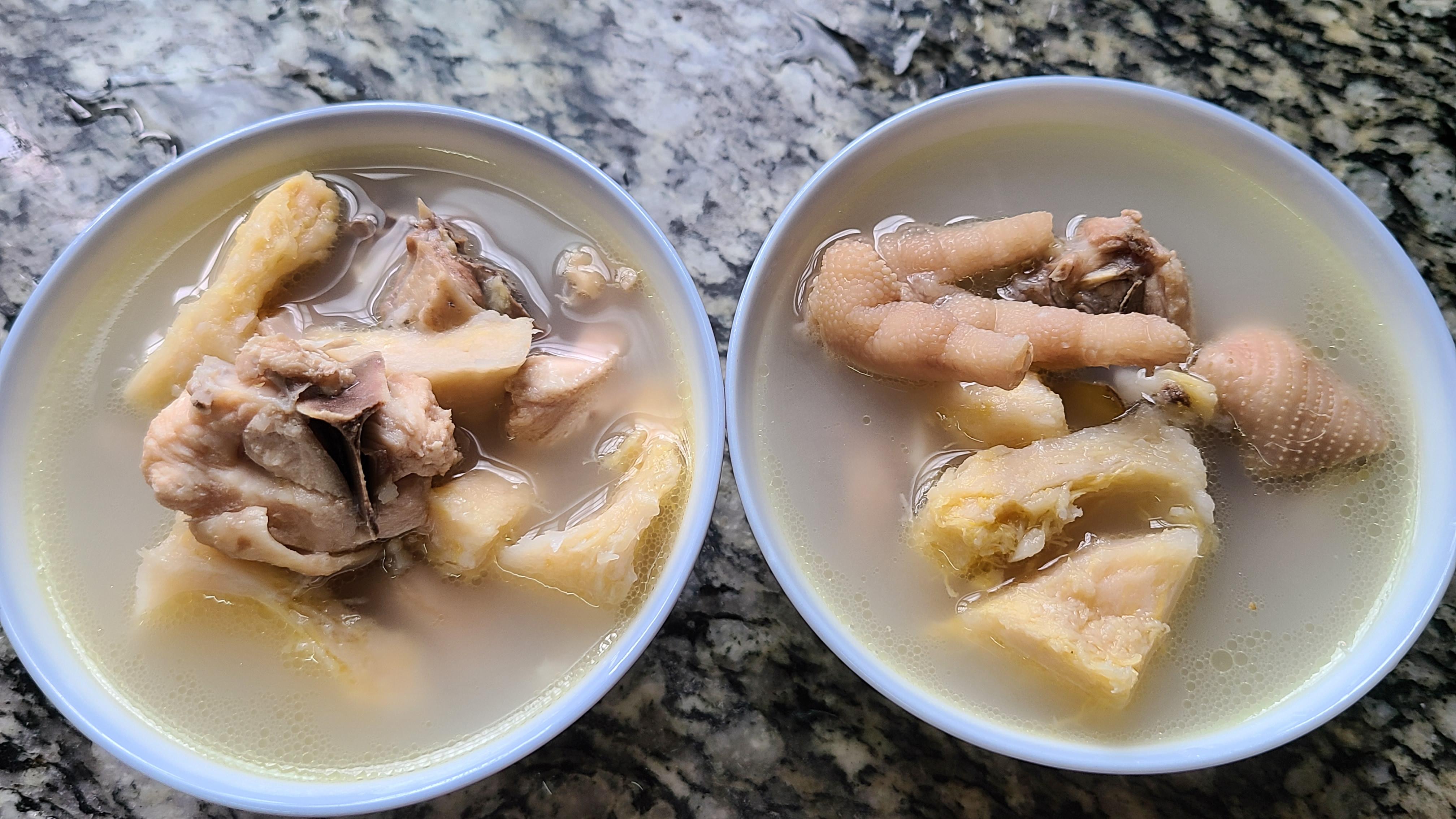 榴莲炖鸡,广东夏天很常见的一道美食,好喝简单,味道特别